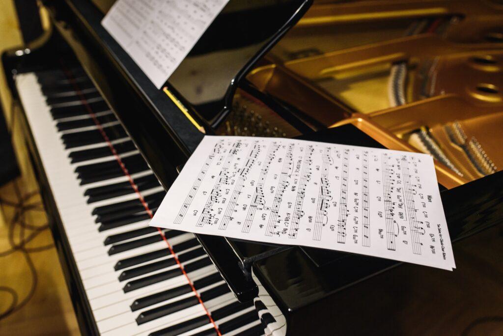 ピアノ初心者でも、作曲することができるのか!?手っ取り早く1曲作ってみたいときにやること!