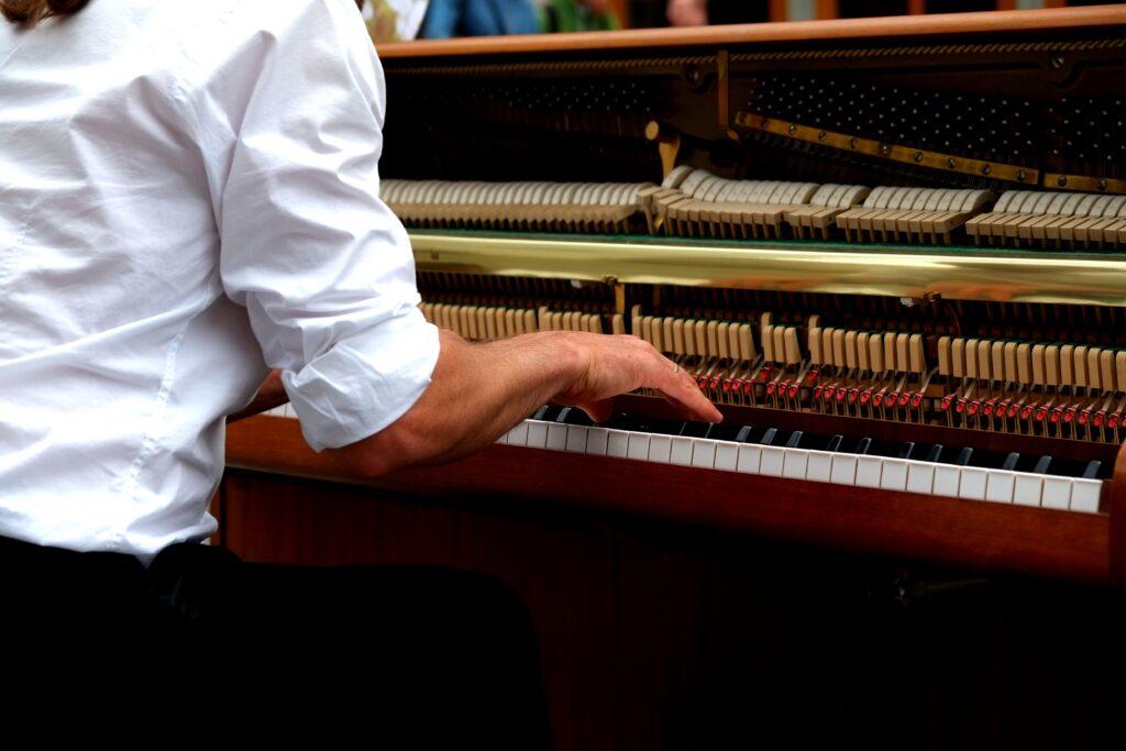 ピアノは何楽器でしょうか?ピアノからどうやって音が出ているか知っていますか?
